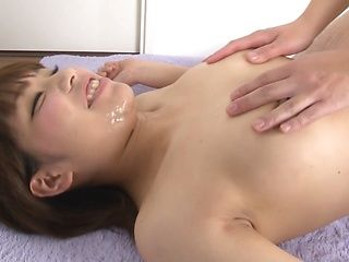 Hot mature Mei Ashikawa gives a sizzling blowjob and handjob