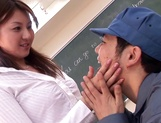 Drop dead gorgeous babe Yui Tatsumi seduces a dude