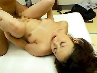 Sexy milf with medium natural tits gets licked rides cock