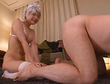 Dyed haired babe giving a spicy blowjob