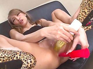 Mature babe Rinka fucks her holes hard with toys