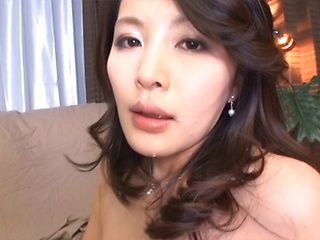 Naughty Asian hottie pleases with her mouth