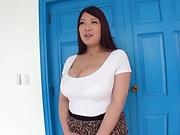 Amayoshi Shizuku enjoys a raunchy tit licking