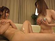 Sex starved cutie Orihara Honoka works on her cunt