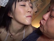Suzuhara Emiri enjoys giving spicy head