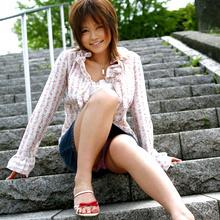 Hitomi Yoshino - Picture 1