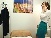 Amazing beauty Mochizuki Yuna works on a cock