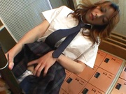 Redhead Asian schoolgirl rubs her hairy pussy on close-up video