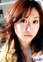 Momo Yoshizawa - Picture 4