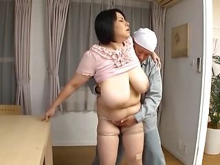 Mature babe receives strong dick to make those big boobs shake