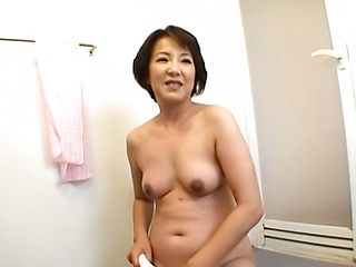 Mature chick gets her pantyhose  and her pussy banged