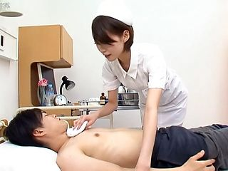 Makoto Yuuki hot Asian milf is cock sucking pro