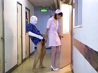Helpful Japanese nurse deepthroats cock of her sick patient