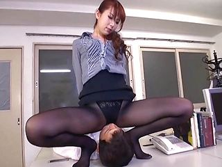 Jiggly ass office lady Yui Hatano in stockings gives nice footjob