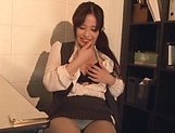Kiriyama Anna fingers her twat as she gives head