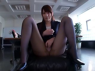 Stunning office babe, Sakuragi Yukine gives a steaming POV blowjob