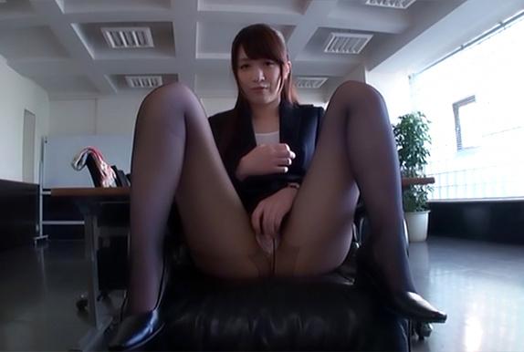 Stunning office babe, Sakuragi Yukine gives a steaming POV blowjob