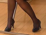 Sexy Kaori flaunts her super sexy ass.