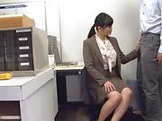 Hirose Yoko giving head at the office