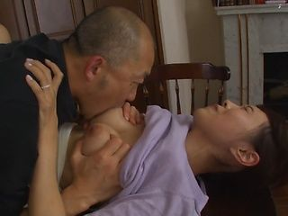 Housewife with bubble ass Shizuku Memori gets hot head fuck