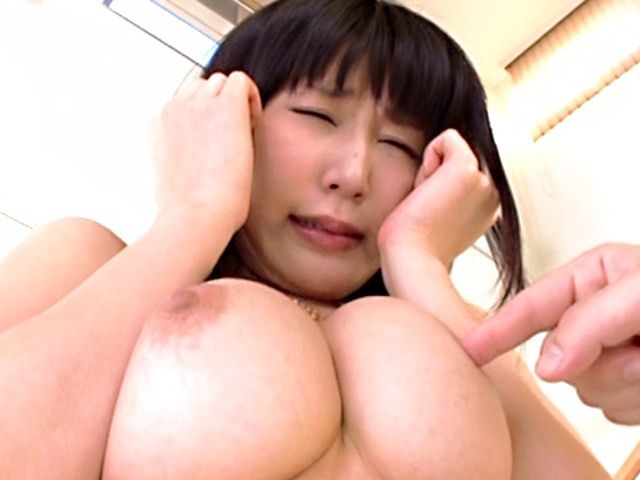 Kinky Japanese girl Akari Ozaki reveals her fantastic boobs