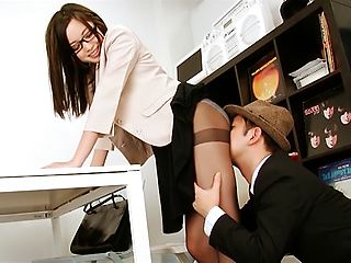 Alluring office babe Yuu Shiraishi handles a meaty pole