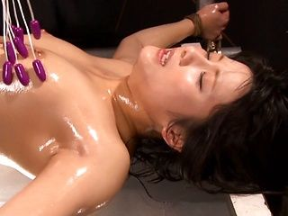Chika Hirako Japanese babe in trio bondage for vibrating toys