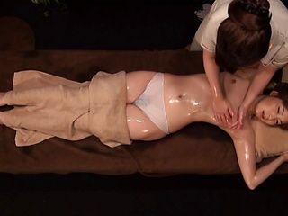 Rezuesute enjoys a lesbian fuck in a massage palor