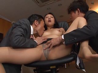Tanihara Yuki Asian office lady in hotel threesome
