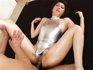 Sexy babe Izumi Tachibana enjoys a hard cunt bang