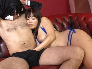 Sexy Japanese lady in bikini An Mizuki gives a handjob