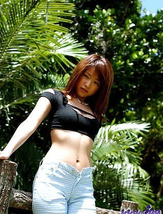 Asuka Lovely Asian Model Enjoys The Outdoors When Naked