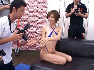 Akari Asahina sensual Asian milf in hot threesome in public