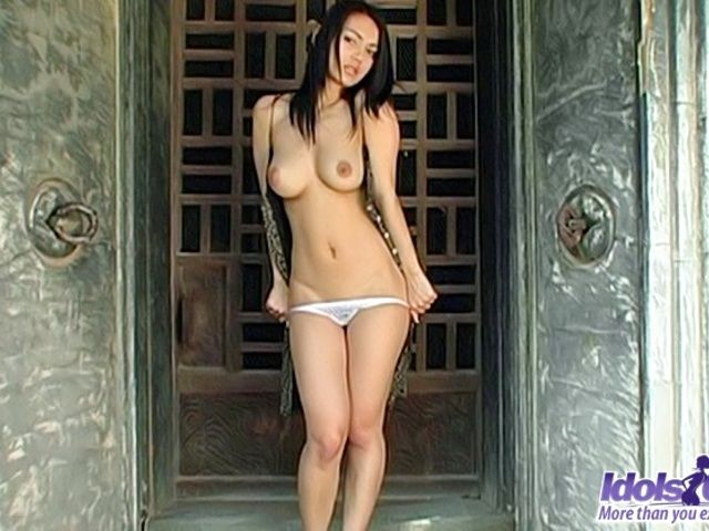 Maria Ozawa Proudly Shows Her Bit Perfect Tits