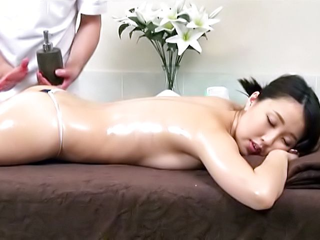Sweet wifey babe gets her feet massaged and licked