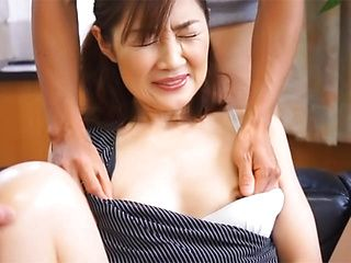 Hot mature babe gives amazing hand work in Asian porn cam show