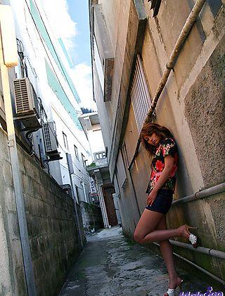 Nao Yoshizaki Pretty Japanese chick Loves To Pose