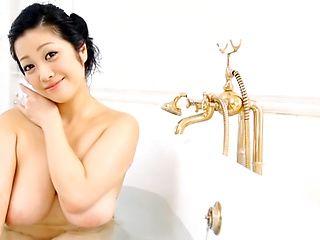 Amateur MILF Minako swallow cum wile giving bath