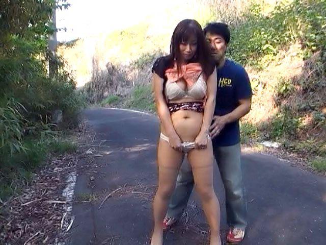 Miyabe Suzuka is one horny mature beauty