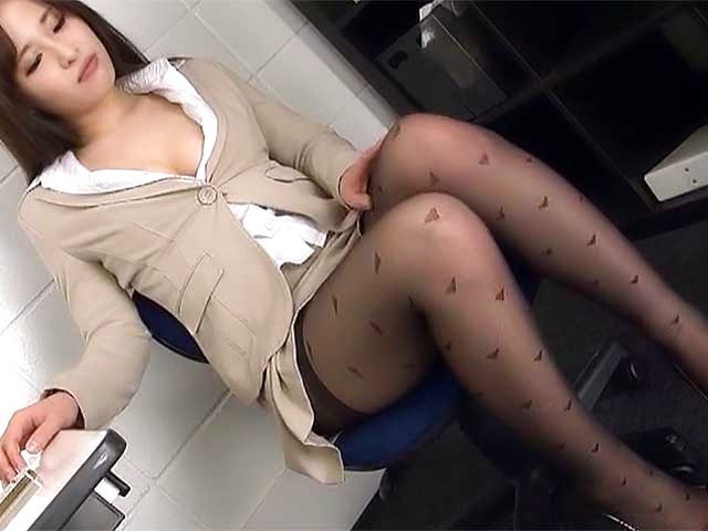 Kiriyama Anna nailed superbly at the office