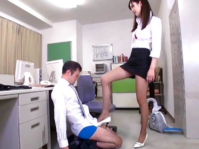 Office lady Hibiki Ohtsuki in sexy pantyhose gives body licking and footjob