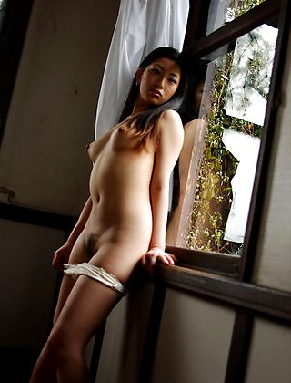 Ran Asakawa Lovely Asian Model Enjoys Showing Off
