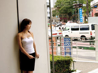 Sunano Japanese babe Gets Ready For Her Nightly Appointments