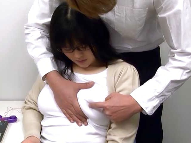 Hirose Yoko giving head as she fingers her cunt