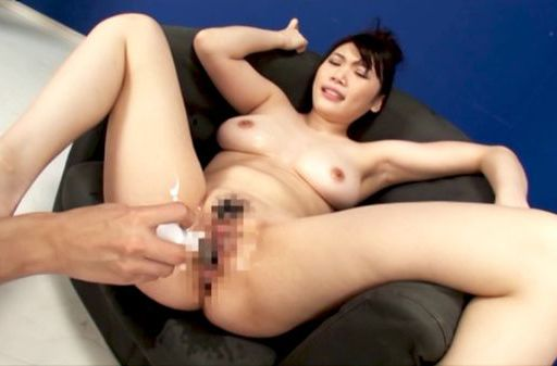 Busty Honami Uehara combines toy insertion and cock