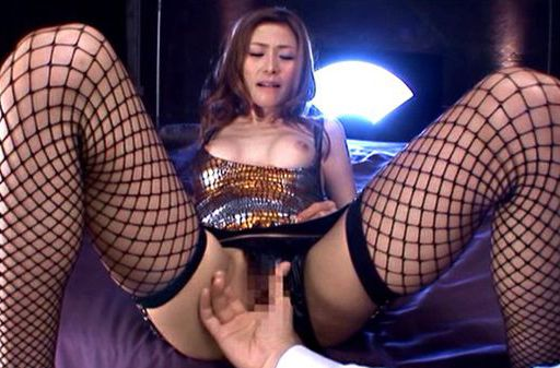 Akari Asahina gets her wet beaver fingered and deep fucked