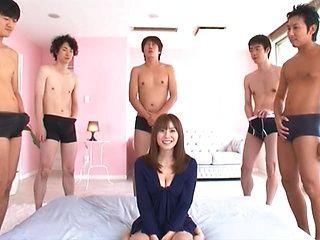 Superb Yuma Asami enjoys a group fucking