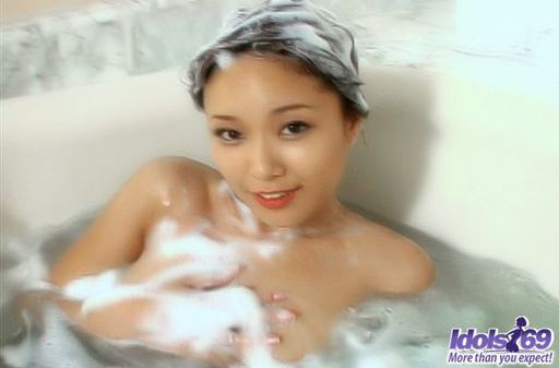 Yua Aida Cute Asian Tramp Enjoys A Bath In The Tub