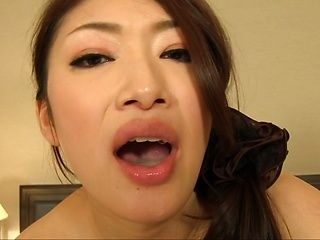 Mature babe in black pantyhose Reiko Kobayakawa gives head pn pov