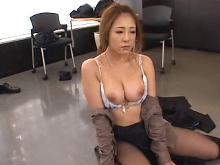 Kinky Asian milf Minori Hatsune surprises her colleagues with oral job
